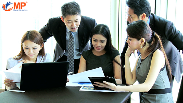 Tại sao các công ty hàng đầu chọn thuê ngoài như một chiến lược?